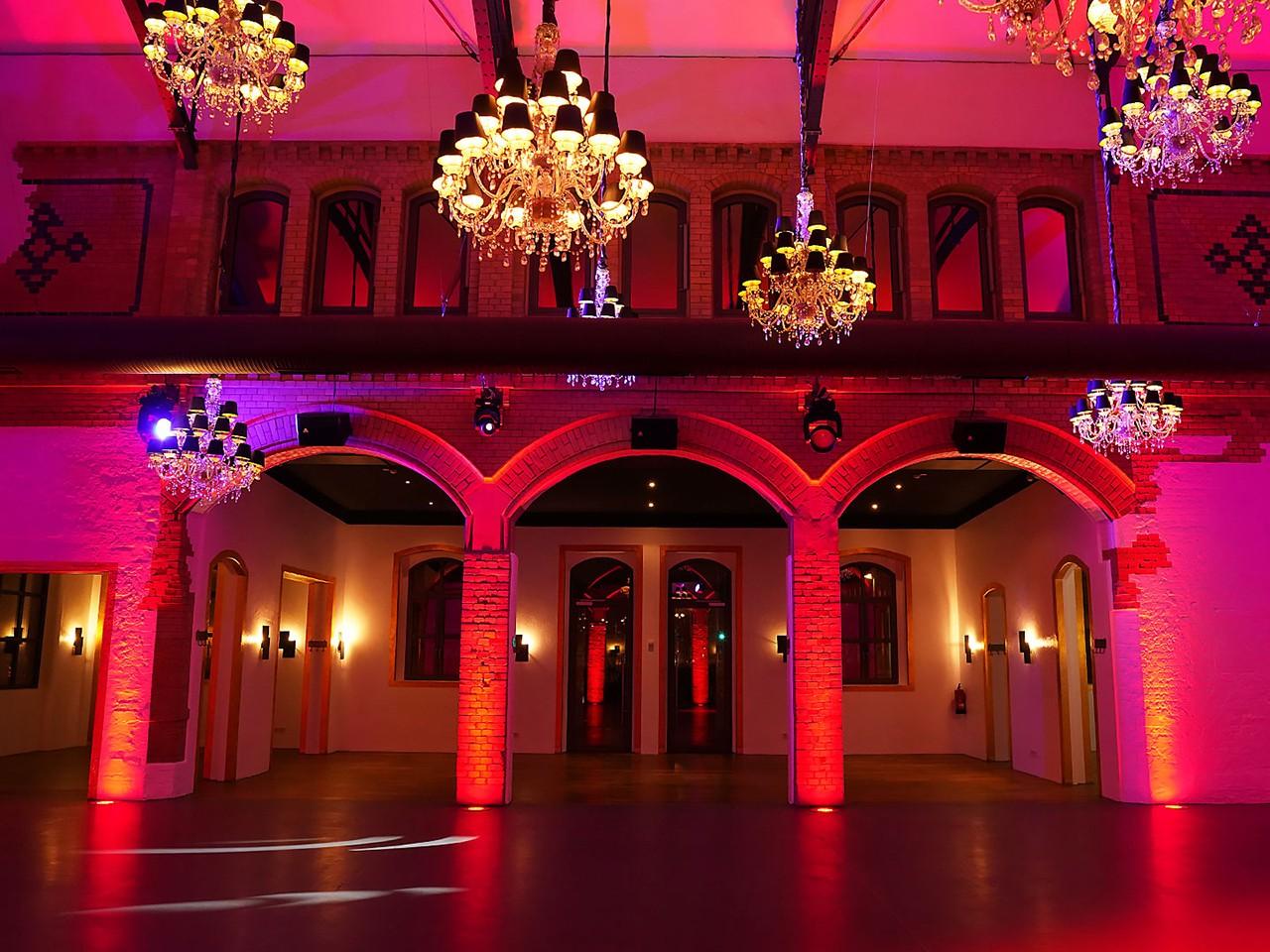 wartehalle_indoor_abend_031280x960px